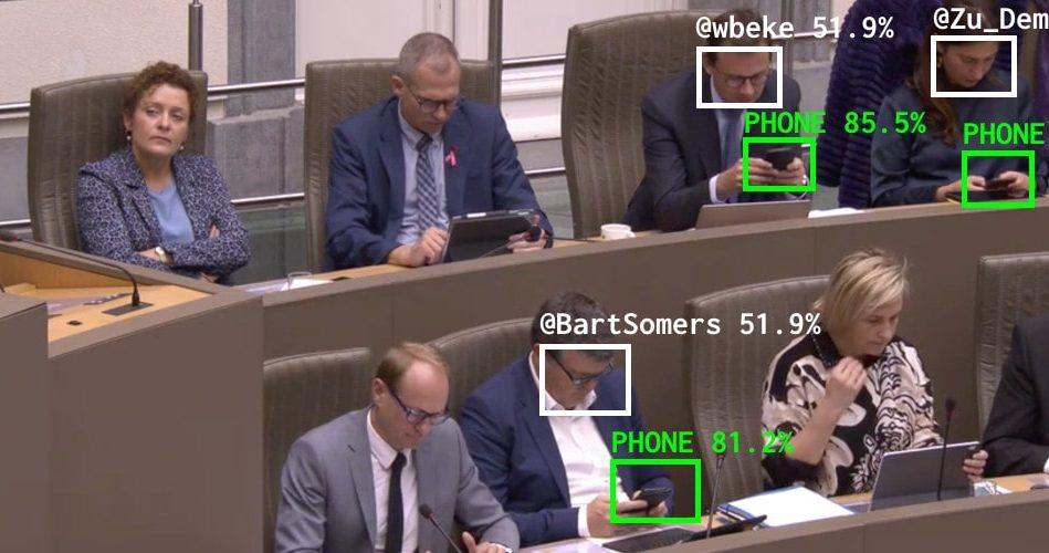 IA reconnaissance faciale téléphone politiciens