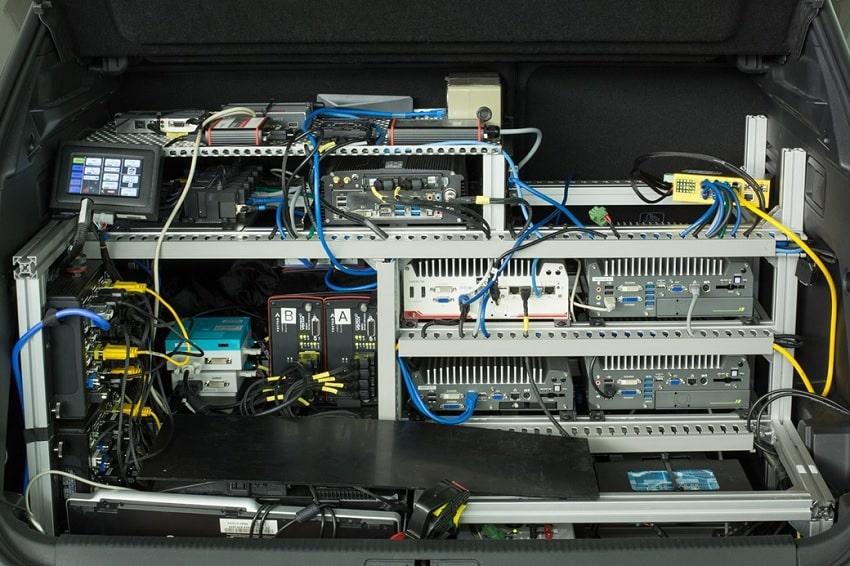 ordinateur bord vehicule autonome