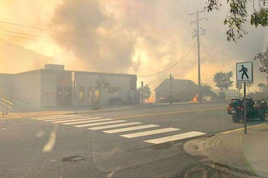 record chaleur canada village entier reduit en cendres