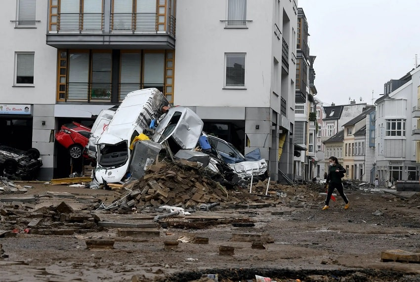 voitures detruites inondations allemagne