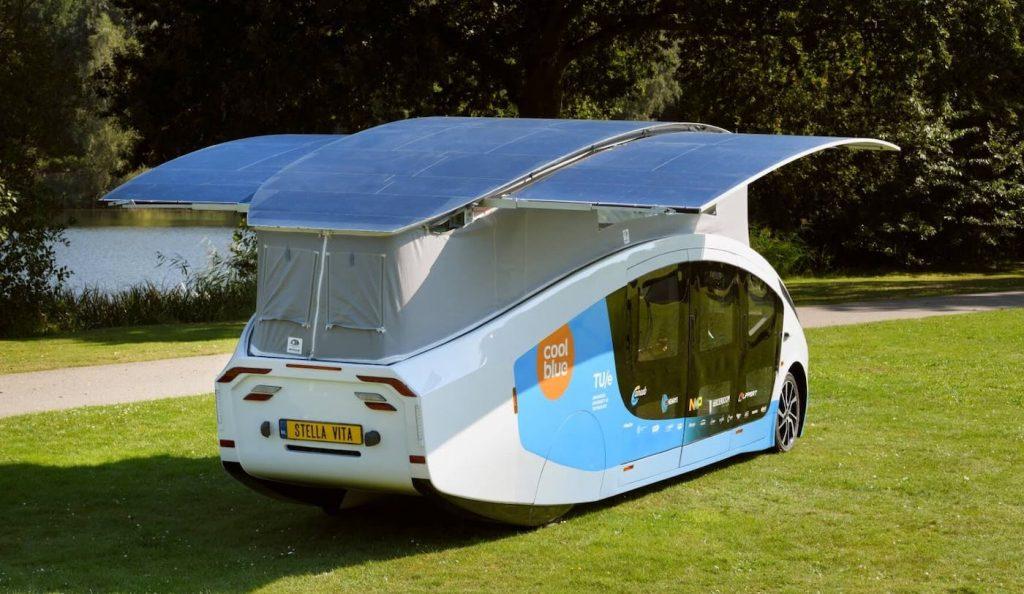 Ce camping-car à énergie solaire peut parcourir 731 kilomètres d'une traite ! (vidéo) Par Jonathan Paiano Camping-car-stella-vita-toit-solaire-1024x594