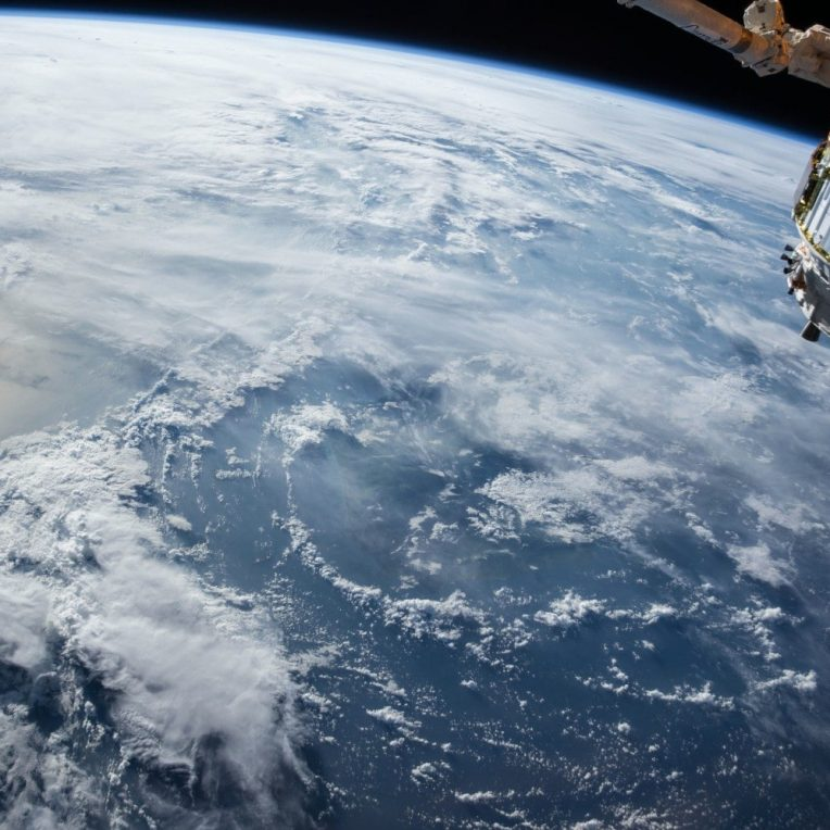 record nombre personnes orbite terre