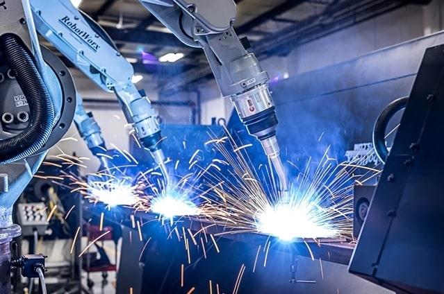 robots taches dangereuses precises soudure