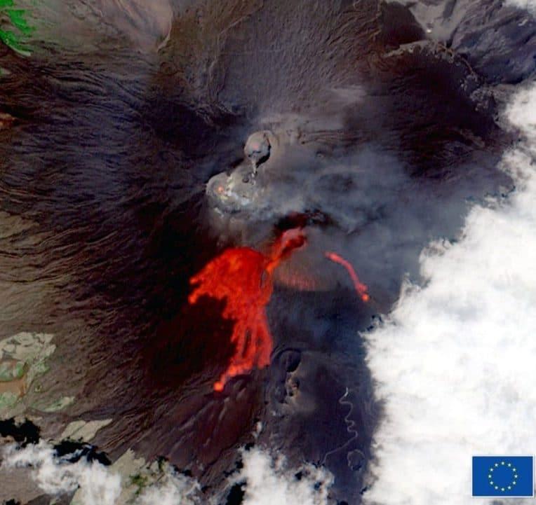 satellite capture 50e eruption etna 2021