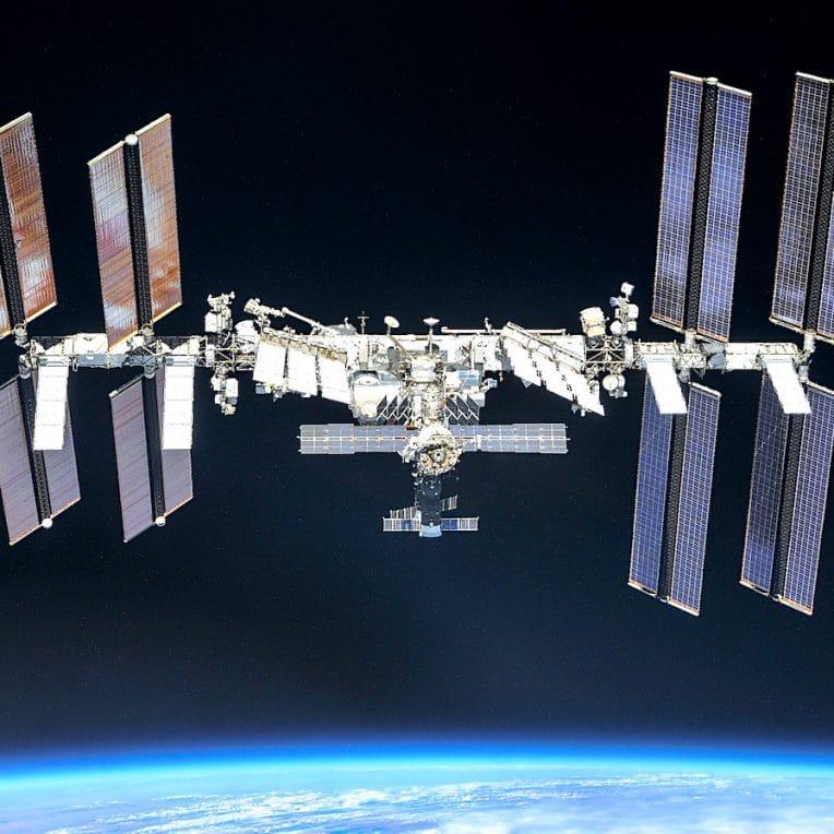 station spatiale internationale menacee par degats irreparables