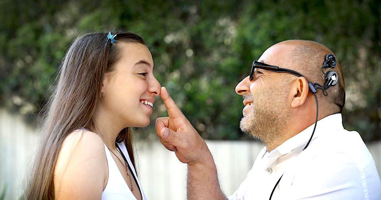 implant cerebral contourne yeux pour aider aveugles voir